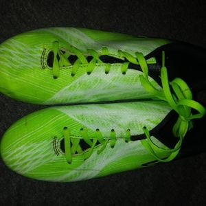 Boys Green Cleats Soccer. Size 6